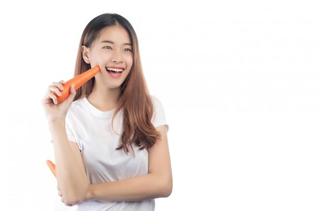 Hermosa mujer asia con una sonrisa feliz