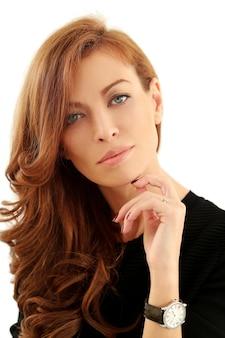 Hermosa mujer en blanco