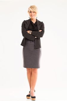 Hermosa mujer con cabello rubio y traje negro