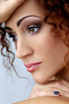 Hermosa mujer con cara bonita