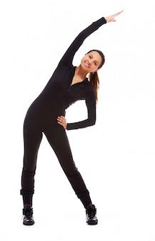 Hermosa mujer haciendo ejercicios de fitness