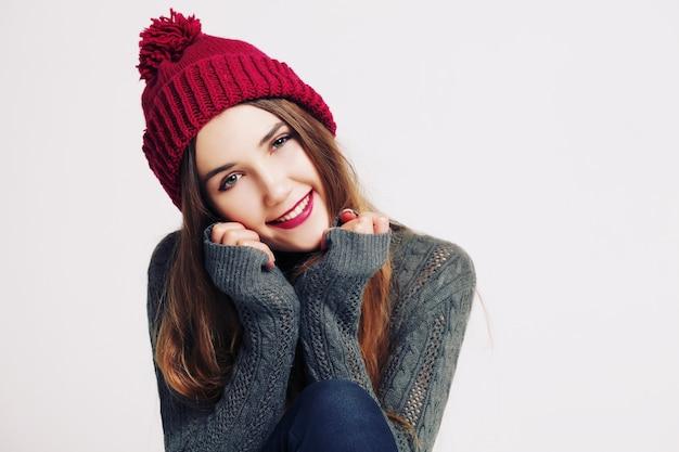 Hermosa mujer invierno retrato niña sonriente
