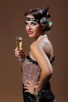 Hermosa mujer mano de vino