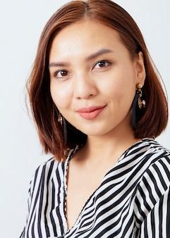 Hermosa mujer de negocios asiática
