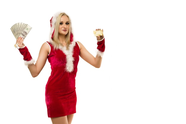 Una hermosa mujer sexy con un vestido de año nuevo