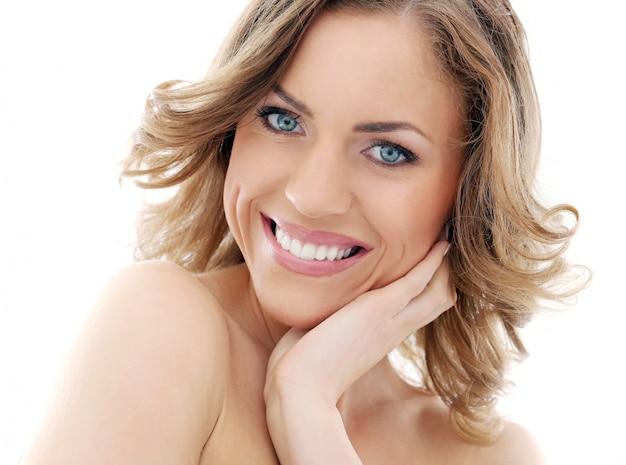 Hermosa mujer sonriendo