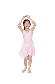 Hermosa niña pequeña niña asiática en falda de tutú rosa bailando