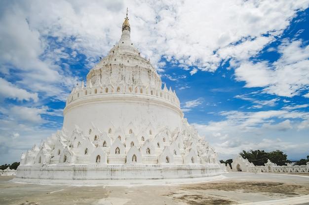 Hermosa pagoda hsinbyume (mya thein dan) o llamada taj mahal del río irrawaddy