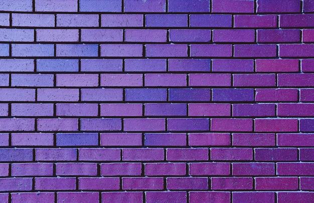 Hermosa pared de ladrillo púrpura para el fondo