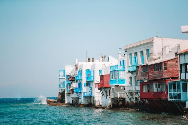Hermosa pequeña venecia en la isla de mykonos en grecia, cícladas