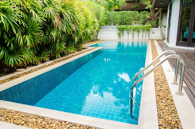Hermosa piscina de lujo