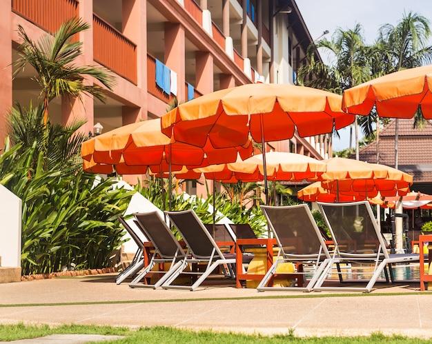 Hermosa piscina en el trópico resort