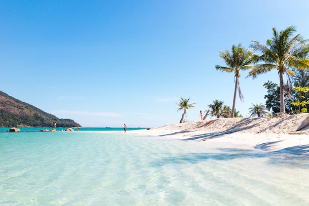 Hermosa playa. isla de lipe, koh lipe, provincia de satun tailandia