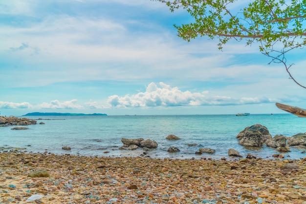 Hermosa playa tropical en koh larn en pattaya