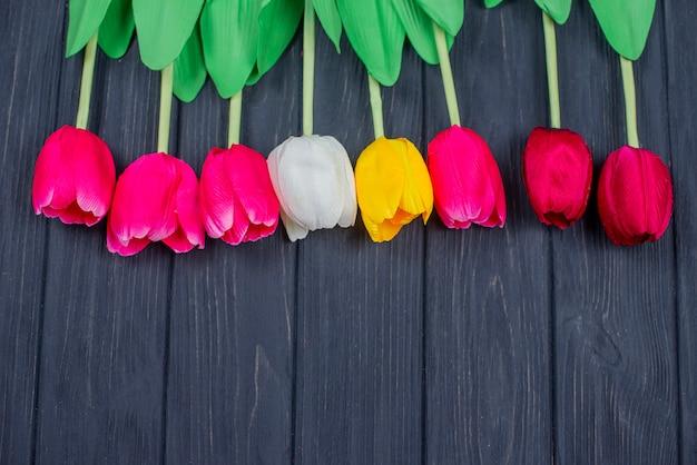 Hermosa postal con tulipanes flores