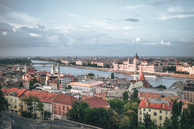 La hermosa vista y arquitectura de budapest
