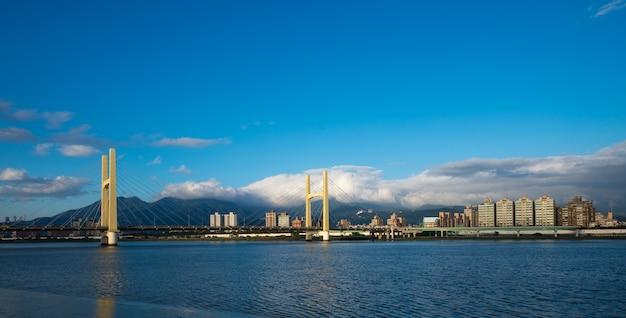 Hermosa vista de la ciudad de taipei con hermoso ambiente