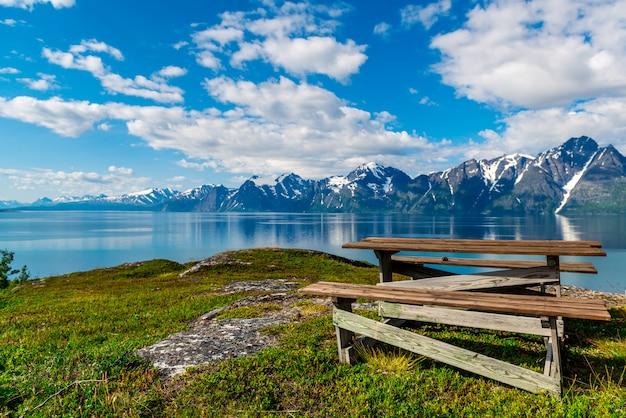 Hermosa vista del fiordo en noruega