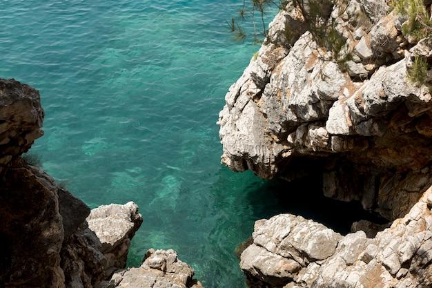 Hermosa vista del mar en montenegro