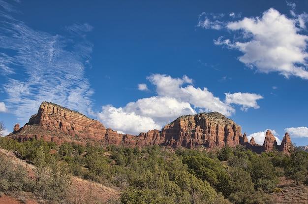 Hermosa vista de las rocas rojas en sedona, arizona