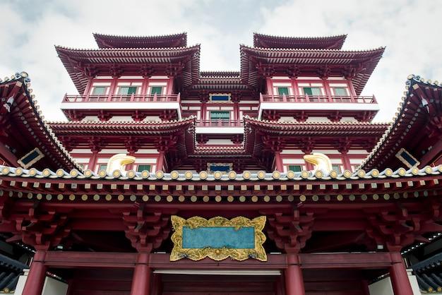 Hermosa vista del templo de la reliquia del diente en singapur