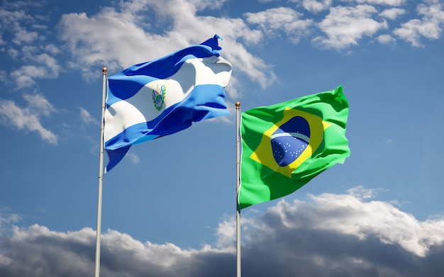 Hermosas banderas del estado nacional de brasil y el salvador juntos en el cielo azul