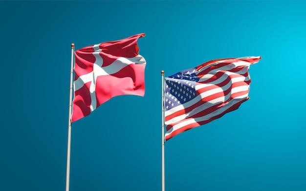 Hermosas banderas del estado nacional de dinamarca y estados unidos juntos