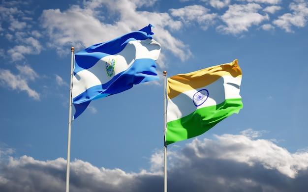 Hermosas banderas del estado nacional de la india y el salvador juntos
