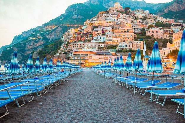 Hermosas ciudades costeras de italia - positano escénico en la costa de amalfi