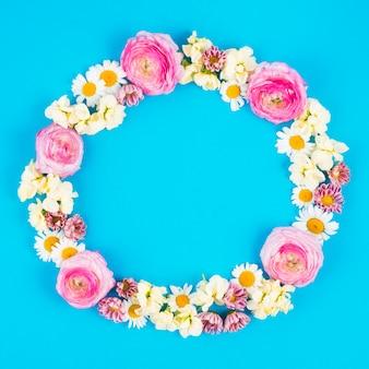 Hermosas flores en círculo