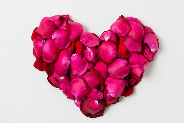 Hermosas rosas en forma de corazón