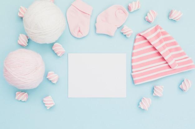 Hermoso arreglo de reunión recién nacida