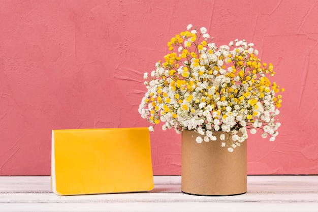 Hermoso bodegón floral