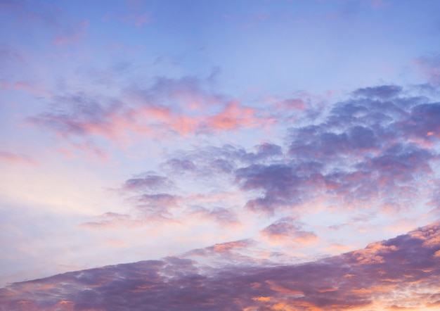 Hermoso cielo azul con fondo de formación de nubes