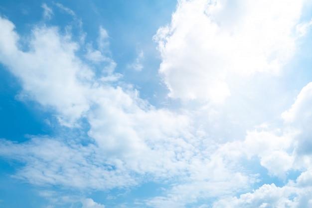 Hermoso cielo azul nubes