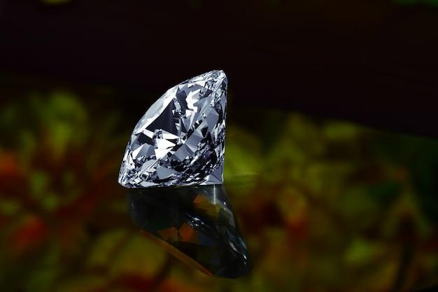 Hermoso diamante con reflejo lujoso