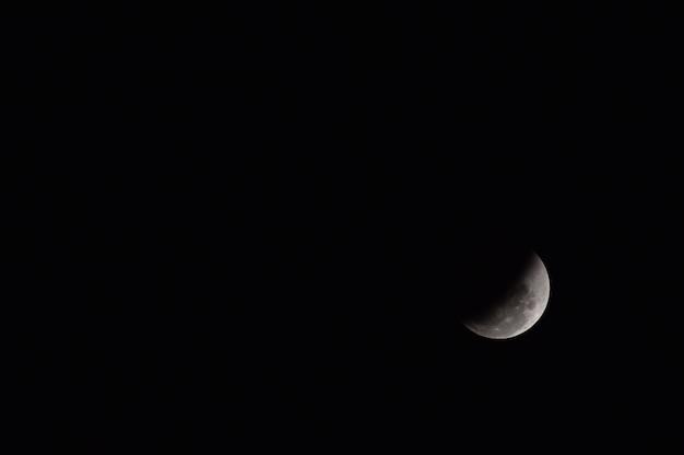 Hermoso el eclipse de luna noche de fondo negro en tailandia 2018