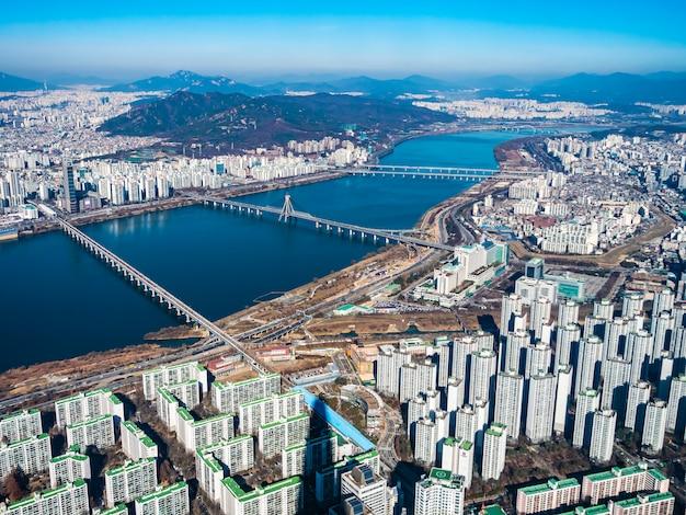 Hermoso edificio de arquitectura en la ciudad de seúl