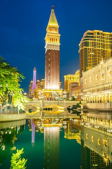 Hermoso edificio de arquitectura de hotel y casino venecianos y otros