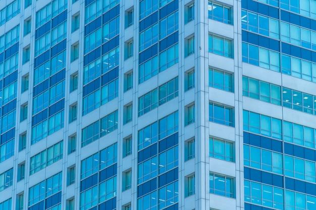 Hermoso edificio exterior y arquitectura con patrón de ventana.