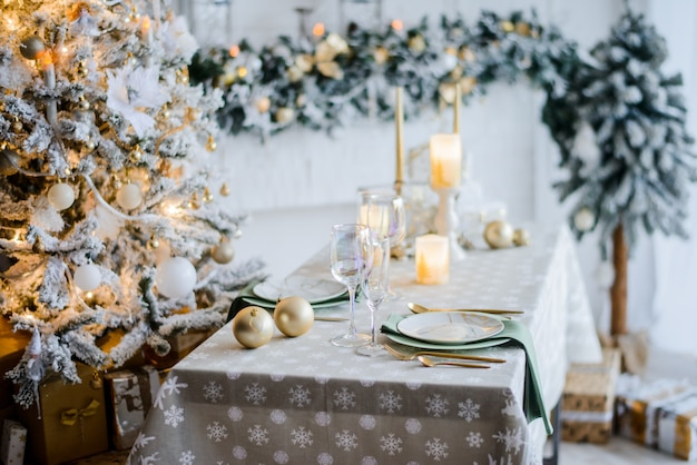 Hermoso entorno navideño, de cerca