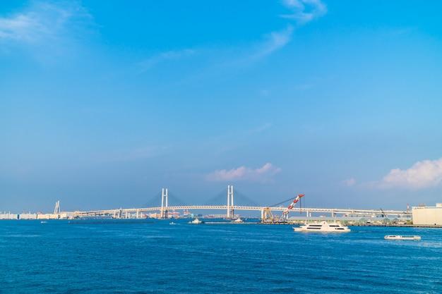 Hermoso exterior del puente de yokohama