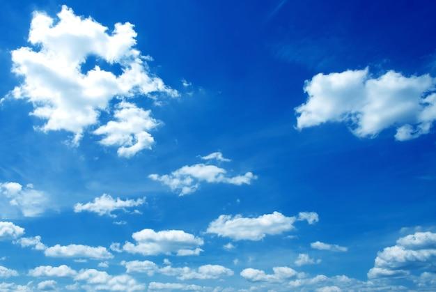 Un hermoso fondo de cielo soleado whery