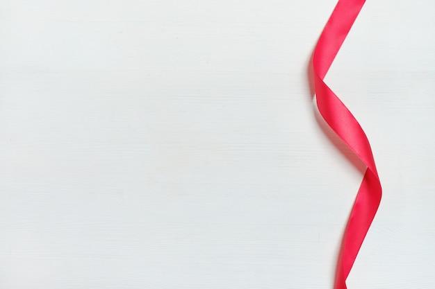 Un hermoso fondo de cinta roja