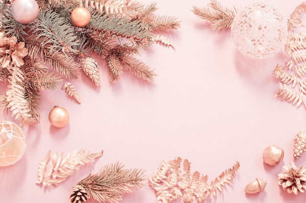 Hermoso fondo de navidad moderno en colores dorado y rosa