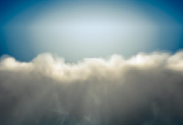 Hermoso fondo con nubes lluviosas iluminadas por el sol en azul