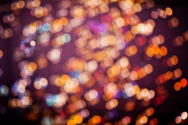 Hermoso fondo en la oscuridad, fuera de focus lights durante la noche.