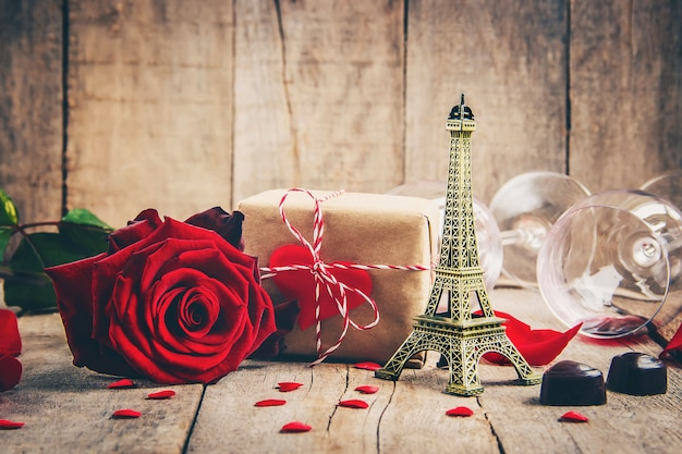 Hermoso fondo sobre el tema del amor de las vacaciones y un ambiente agradable. enfoque selectivo