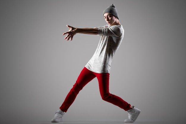 Hermoso joven bailarín