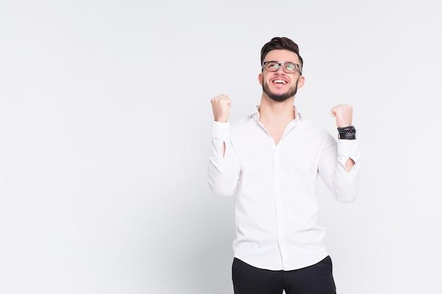 Hermoso joven empresario obtuvo un incentivo en el trabajo